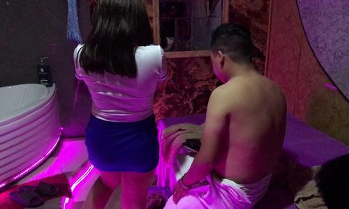 Đi massage kích dục